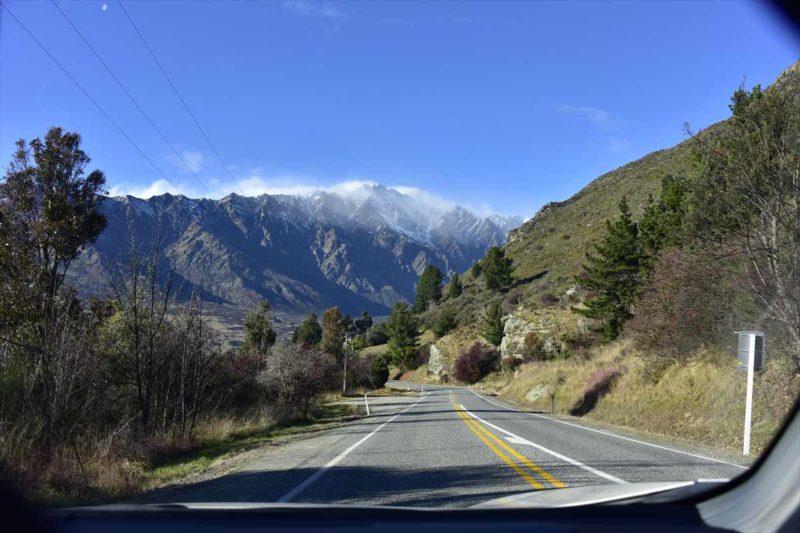 道路と山の風景