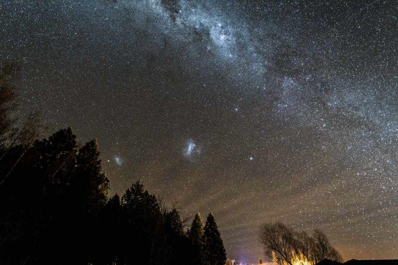 マゼラン星雲がはっきりと見えるテカポの夜空