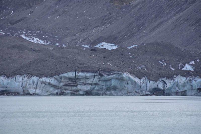 分厚い氷河の壁