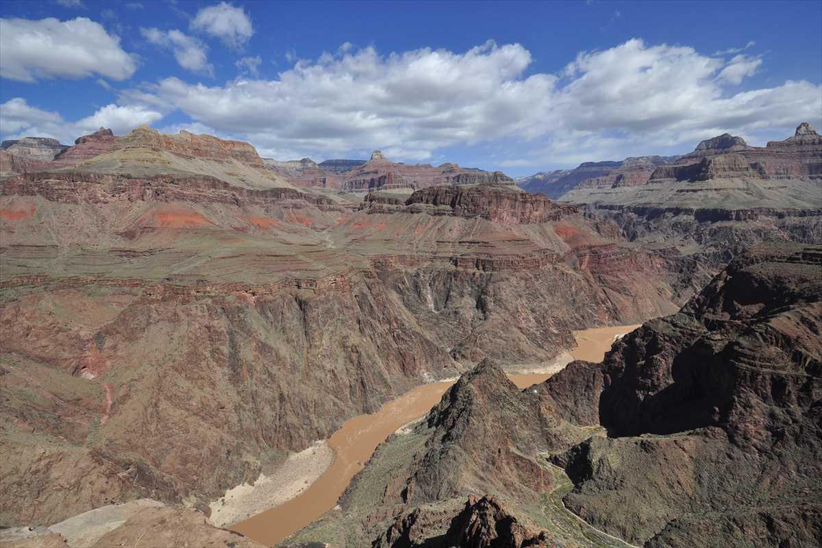コロラド川と大地の風景