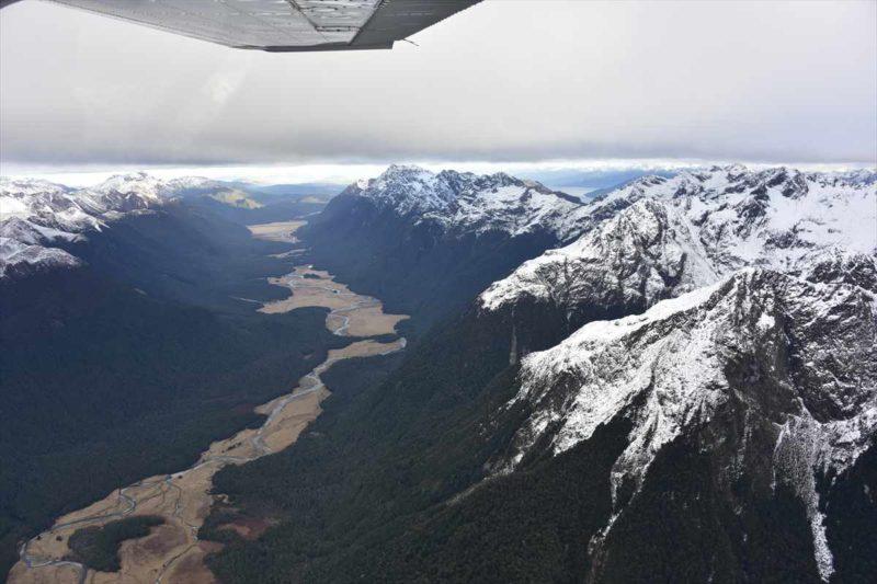 セスナ機から見たニュージーランドの大地の風景