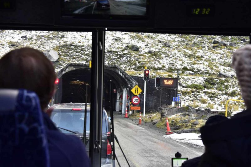 ミルフォードサウンドへと続くトンネル入り口付近