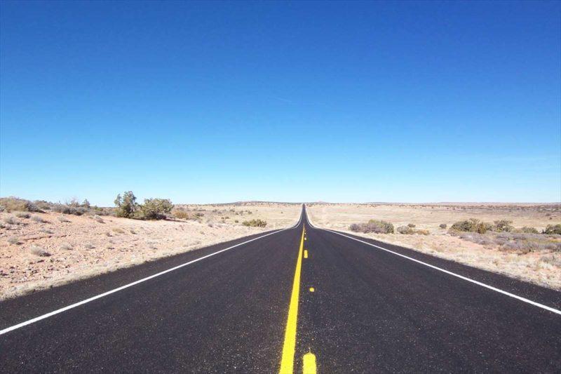 天空を走りっているような道路