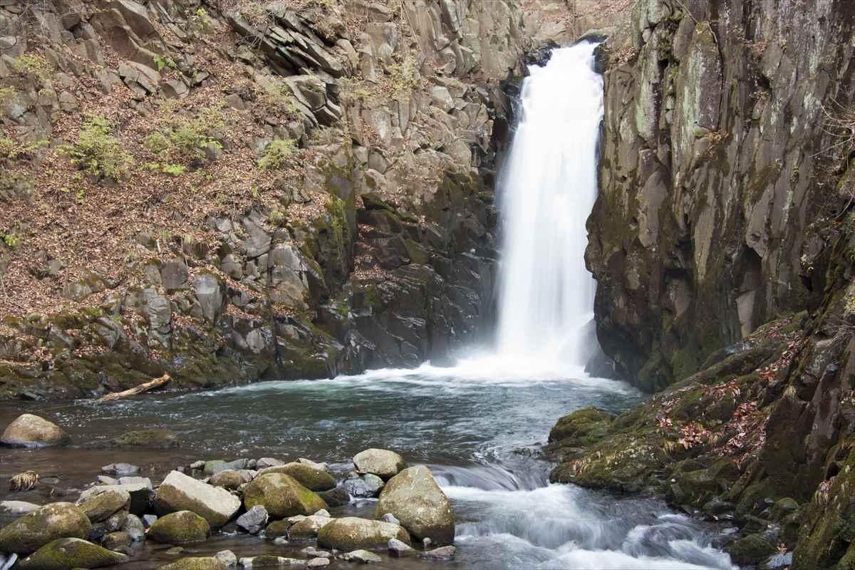 吐竜の滝の穏やかな風景
