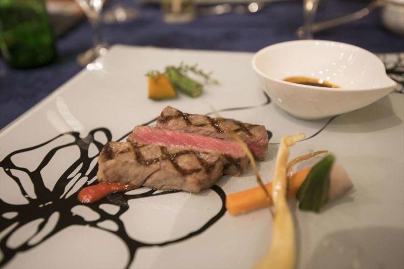 和牛グリル、お肉は柔らかく、バルサミコソースが良く合うメインディッシュです。