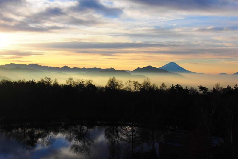 朝焼けの風景の富士